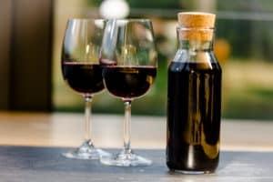 Miejsce House-wine.-Do-wyboru-białe-lub-czerwone-300x200
